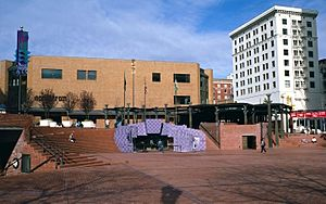 Pioneer Courthouse Square in 1986