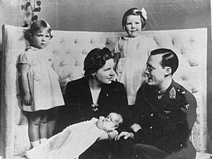 Het prinselijk gezin in Ottawa, 1943 - The royal Dutch family in Ottawa, 1943 - La famille royale à Ottawa, 1943 (17965230338)