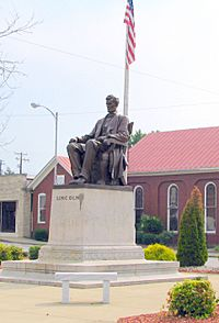 Lincoln Statue at Town Square in Hodgenville KY