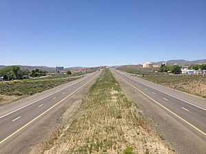 2014-05-31 11 39 40 View west along Interstate 80 from the Exit 280 overpass in Carlin, Nevada
