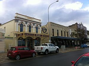 Drew Robinson & Co building and the White Star Hotel