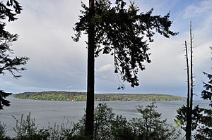 Vashon Island from Point Defiance Park 01