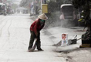 Ash in Yogyakarta during the 2014 eruption of Kelud 01