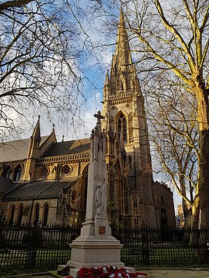Eglise St Mary Abbots Londres.jpg