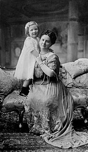 Juliana with her mother, Queen Wilhelmina, circa 1914