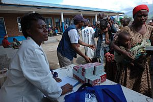 Distribution of BP-5 Emergency food packages in Goma - from Flickr 2995064256