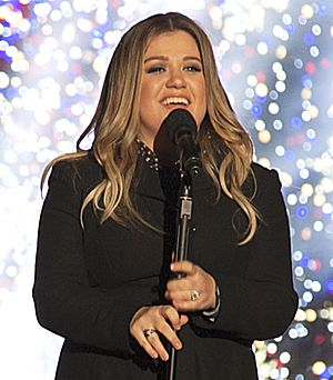 Kelly Clarkson 2016 National Christmas Tree Lighting - cropped (cropped)