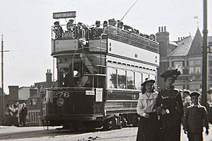 Tram at Teddington, c. 1905 (4545470618)