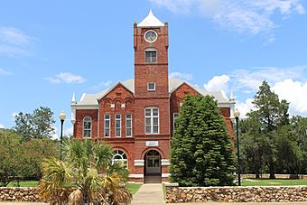 Baker County Courthouse, Newton 1900.jpg