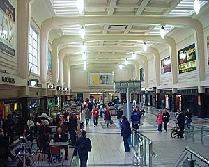 Leeds City Station - passenger hall 06-11-04