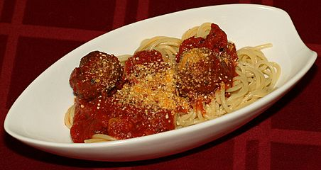 Spaghetti and meatballs (cropped)