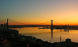 Ben Franklin Bridge at sunrise 2009-09-02 06-08-46 4w