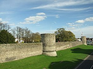 Canterbury town walls - geograph.org.uk - 1117994