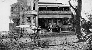 StateLibQld 2 103158 Front of the Yeronga residence, Rhundarra ca. 1931