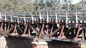 Sunnyside rail bridge over Tenterfield Creek, Main North railway line, New South Wales, 2015 03