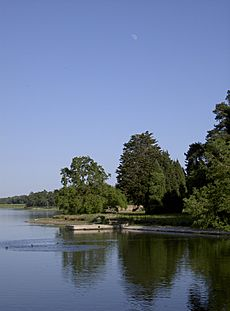 Moon over Blagdon Lake (geograph 3873857)