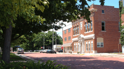 East Smith Street on the town square with the historic 1915 Masonic building.