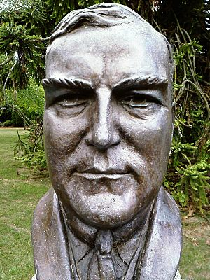 Robert Menzies bust