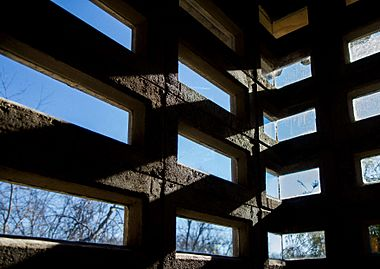 Example of windows set into precast blocks in the Tonkens House. Photo courtesy of Toby Oliver