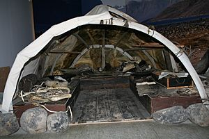 Inuit Tent Pangnirtung -a