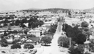 Looking down Dean Street Albury (1920s - 1930s) from Monument Hill