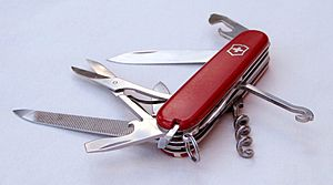 Swiss army knife open 20050612 (cropped)