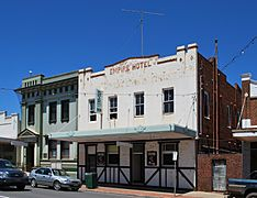 West Wyalong Empire Hotel 001