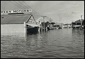 River Murray in flood at Mannum in 1956