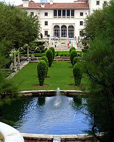 Vizcaya-view-from-the-mound-for-wikipedia-by-tom-schaefer-miamitom-DSC08675-412x515-1-