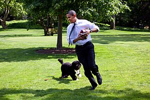 Barack Obama runs away from the family dog 2009-05-12