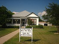 Buck West House in George West, TX IMG 0973