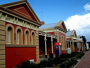 Front of Tamworth Train Station