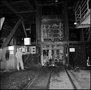 Wearmouth Colliery, miners in cage