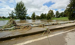 Flooding at the low level bridge, Bathurst