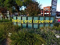 Snelling and Larpenteur welcome sign