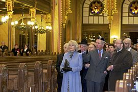 Charles and Camilla in Dohány Street Synagogue