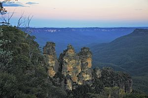 The typical blue haze in the Jamison Valley behand the Three Sister