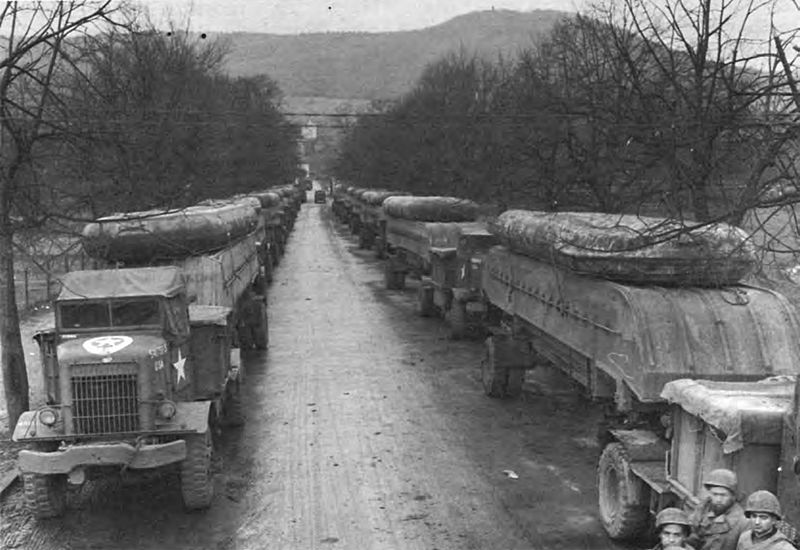 Heavy and pneumatic pontons loaded for transport to Remagen