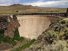 2013-07-07 16 29 46 Salmon Falls Creek Dam in Idaho viewed from the west