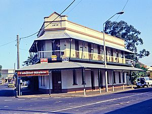 Engineers' Arms Hotel (former) (1995).jpg