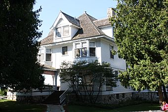 Governors Summer Cottage Mackinac Island Lawrence Andrew Young Cottage.jpg