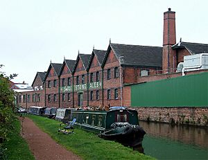 Joule's Brewery Warehouse, Trent and Mersey Canal, Stone - geograph.org.uk - 599964
