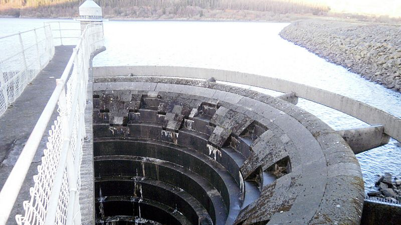 Llyn Celyn Spillway - looking down!