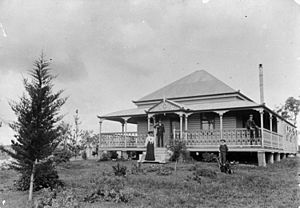 StateLibQld 1 210194 Home of the McLean family in Whichello near Crow's Nest, Queensland, ca. 1903
