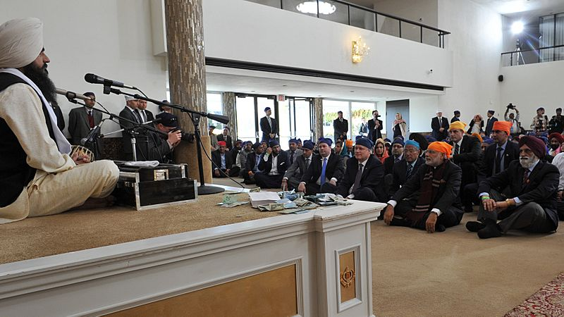 The Prime Minister, Shri Narendra Modi and the Prime Minister of Canada, Mr. Stephen Harper at the Gurudwara Khalsa Diwan, at Ross Street, Vancouver, in Canada on April 16, 2015 (1)