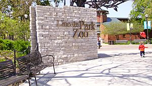 Lincoln Park Zoo -entrance-10May2005.jpg