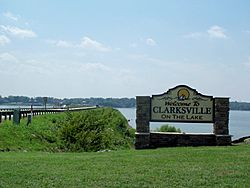 Clarksville welcome sign